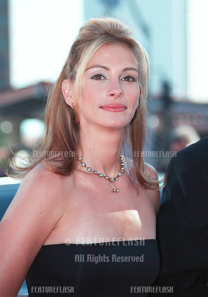 "25JUL99: Actress JULIA ROBERTS at the Los Angeles premiere of her new movie ""Runaway Bride"" in which she stars with Richard Gere.  .    .© Paul Smith / Featureflash"