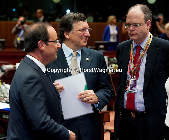 Brussels-Belgium - June 29, 2012 -- European Council, EU-summit meeting of Heads of State / Government; here, Francois (François) HOLLANDE (le), President of France; José (Jose) Manuel BARROSO (ce), President of the European Commission; Johannes LAITENBERGER (ri),Head of Barroso-Cabinet -- Photo: © HorstWagner.eu