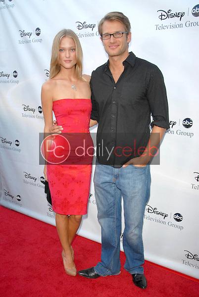 Erin Axtell and Johann Urb<br />at the 2009 Disney-ABC Television Group Summer Press Tour. Langham Resort, Pasadena, CA. 08-08-09<br />Dave Edwards/DailyCeleb.com 818-249-4998