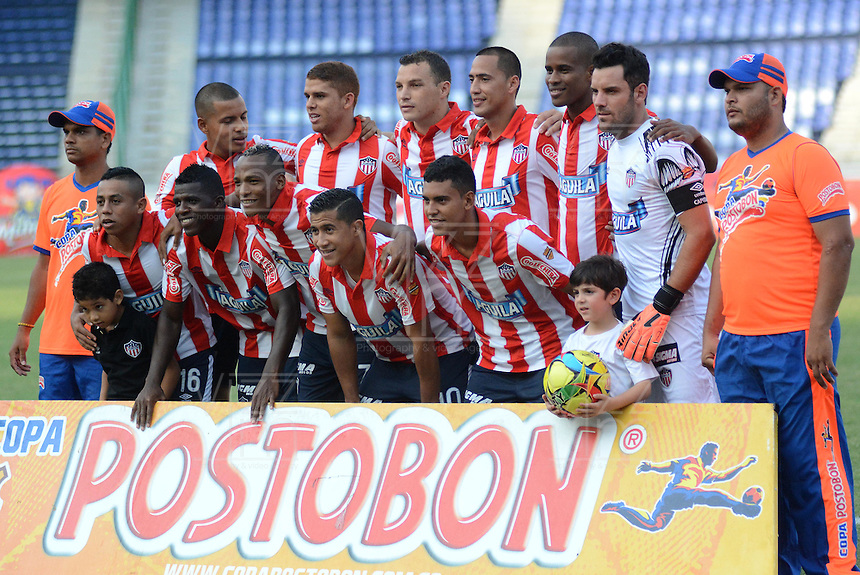 BARRANQUIILLA -COLOMBIA-31-03-2013. Jugadores de Atlético Junior posan para una foto previo al partido  contra Uniautonoma por la fecha 5 de la Copa Postobon 2014 jugado en el estadio Metropolitano Roberto Meléndez de la ciudad de Barranquilla./ Atletico Junior players pose to a photo prior the match against Uniautonoma for the date 5 of the Postobon Cup 2014 played at Metropolitano Roberto Melendez stadium in Barranquilla city.  Photo: VizzorImage/Alfonso Cervantes/STR