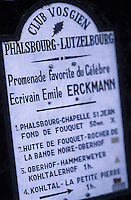 Europe/France/Alsace/67/Bas-Rhin/Phalsbourg: Panneau de randonnée du club vosgien