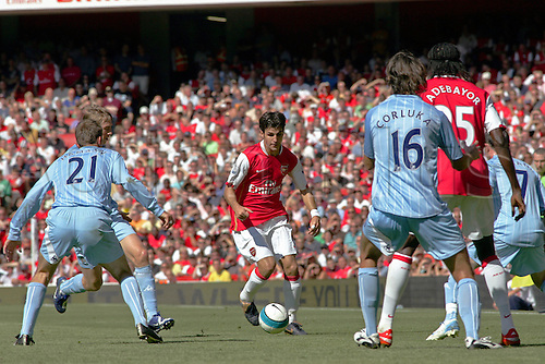 25 August 2007: Arsenal midfielder Cesc Fabregas with the ball during the Premier League game between Arsenal and Man City, played at The Emirates Stadium. Arsenal won the match 1-0. Photo: Actionplus....070825 football soccer player premiership francesc