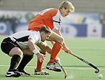 Champions Trophy Hockey mannen. Nederland-Duitsland 3-4. Nick Meijer (r) in duel met de Christoph Menke (Duitsland)
