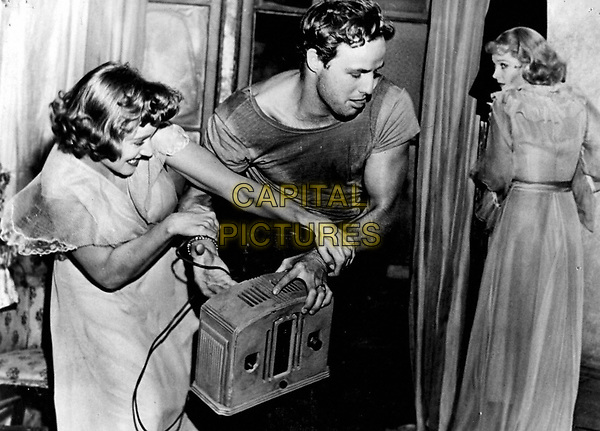 A Streetcar Named Desire (1951) <br /> Marlon Brando, Vivien Leigh &amp; Kim Hunter<br /> *Filmstill - Editorial Use Only*<br /> CAP/KFS<br /> Image supplied by Capital Pictures