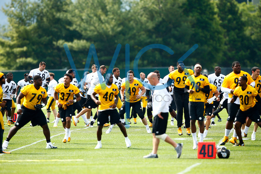 Members of the Pittsburgh Steelers warm up during OTA's at the Rooney Sports Complex on the Side Side in Pittsburgh, Pennsylvania on May 31, 2016. (Photo by Jared Wickerham/DKPittsburghSports)