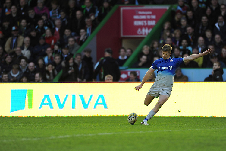 Owen Farrell of Saracens takes a conversion kick during the Premiership Rugby match between Harlequins and Saracens - 09/01/2016 - Twickenham Stoop, London<br /> Mandatory Credit: Rob Munro/Stewart Communications