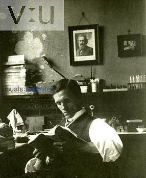 Alexander Fleming in the lab 1925