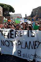 Banner: there's no planet B<br /> Rome March 15th 2019. Colosseo e Piazza Venezia. Fridays for Future Climate Strike in Rome, to answer the call of Greta Thunberg, the Swedish 15 year old who is cutting class to fight the climate crisis.<br /> Foto Samantha Zucchi Insidefoto