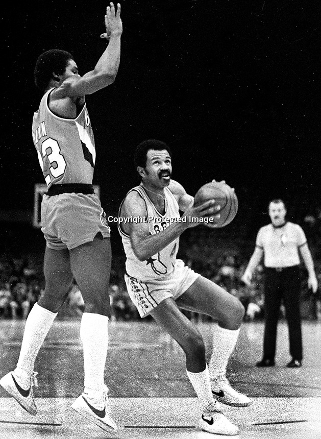 Golden State Warrior John Lucas against Portland Trail B;azer T.R Dunn..(1980 photo/Ron Riesterer)