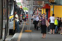 Sao Paulo, SP, 05/11/2014, PROTESTO MOTORISTAS. O Sindicato dos Motoristas e Transportes Urbanos (Sindmotoristas) interrompe a circulação dos onibus da capital paulista entre 10 as 12 horas nesta quarta feira (5). Na foto o Terminal Pq. Dom Pedro, regiao central de Sao Paulo. Luiz Guarnieri / Brazil Photo Press