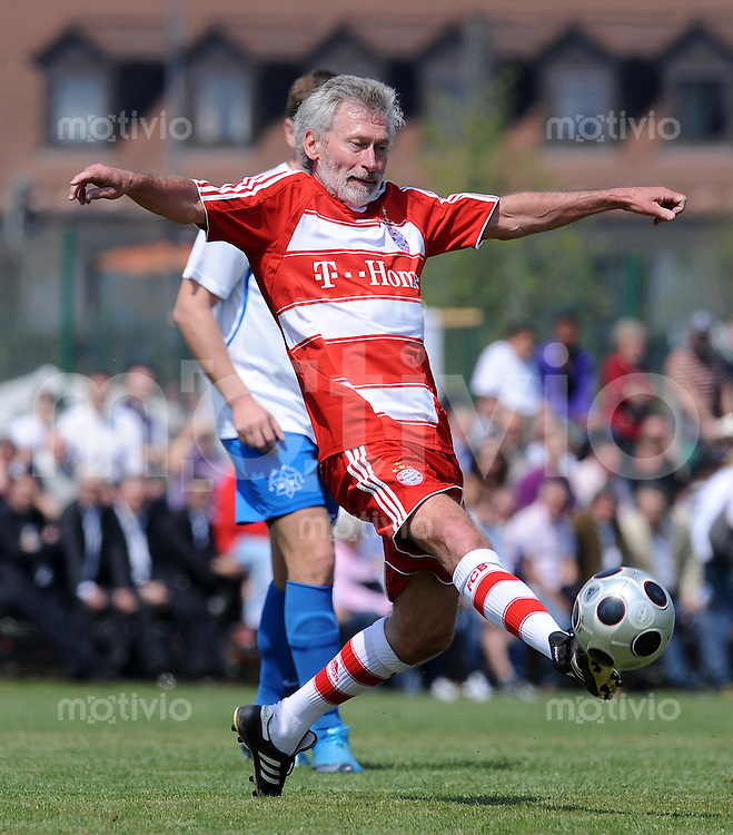 FREUNDSCHAFTSSPIEL Fussball 1. Bundesliga :  Saison   2009/2010    Maccabi Mueunchen  - FC Bayern Muenchen   25.04.2010 Paul Breitner (FCB)