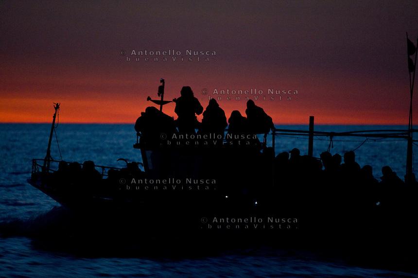 Lampedusa, 7 Marzo, 2011. Una imbarcazione carica di immigrati provenienti dalla Tunisia si dirigono di notteverso Lampedusa.<br /> A boat full of Tunisian immigrants during navigation to reach the Lampedusa island.