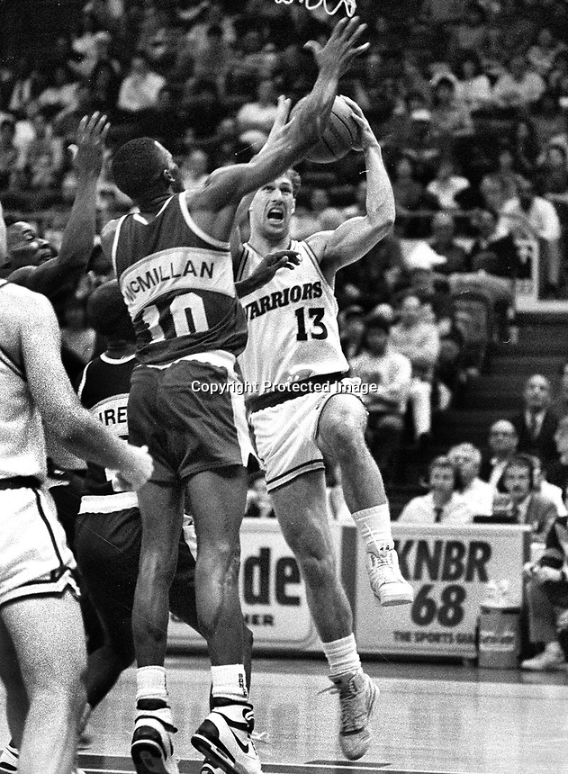 Golden State Warriors Sarunas Marciulionis against Seattle Supersonics Nate McMillan..(1990 photo/Ron Riesterer)