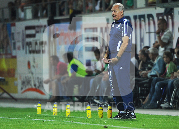 18.08.2011, Keine-Sorgen-Arena, Ried, AUT, UEFA EL, PLAYOFF, SV RIED (AUT) vs PSV EINDHOVEN (NED), Hinspiel, im Bild Trainer Paul Gludovatz (SV Josko Ried, #) during the UEFA Europaleague, 1st Leg Playoff Match, SV Ried against PSV Eindhoven at Keine-Sorgen-Arena, Ried, Austria on 2011-08-18 , EXPA Pictures © 2011, PhotoCredit: EXPA/ R. Eisenbauer
