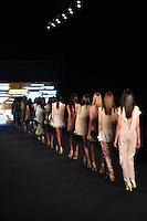 RIO DE JANEIRO, RJ, 25 MAIO 2012 - FASHION RIO - ESPAÇO FASHION - Desfile da grife Espaço Fashion no quarto dia da 21ª edição do Fashion Rio Verão 2013, realizado no Jockey Club, na Gávea, zona sul da cidade, nesta sexta-feira. FOTO: STHEFANIE SARAMAGO - BRAZIL PHOTO PRESS.