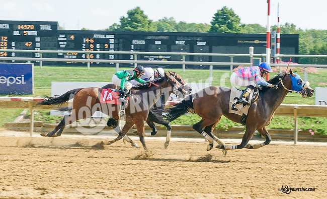 Regal Strike winning at Delaware Park on 9/19/15