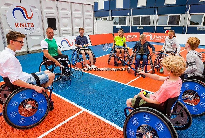 Den Bosch, Netherlands, 17 June, 2017, Tennis, Ricoh Open,  Wheelchair tennis Clinic with Maikel Scheffers<br /> Photo: Henk Koster/tennisimages.com