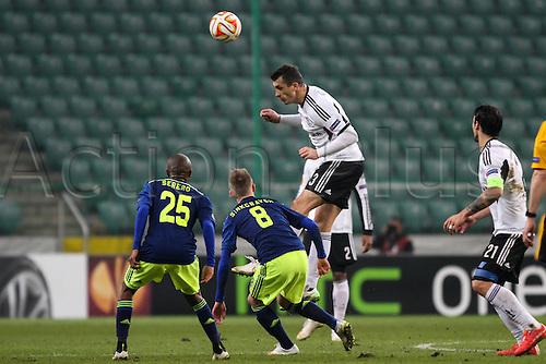 26.02.2015. Warsaw, Poland. Europa League football. Legia Warsaw versus Ajax.  Tomasz Jodlowiec (Legia)  with a good header on goal