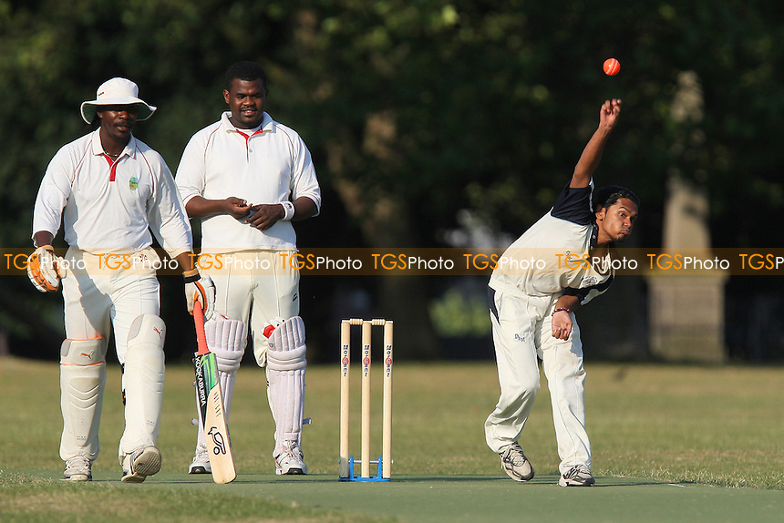 Contenders CC (batting) vs Island Community CC - Victoria Park Community Cricket League - 28/06/10 - MANDATORY CREDIT: Gavin Ellis/TGSPHOTO - Self billing applies where appropriate - Tel: 0845 094 6026