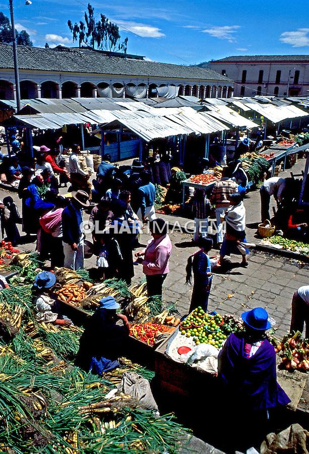 Feira de alimentos em Quito, Equador. 1987. Foto de Juca Martins.
