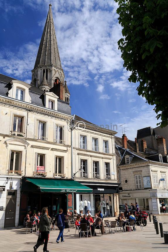 France, Loir-et-Cher (41), Vendôme, place de la République et le clocher de la Trinité // France, Loir et Cher, Vendome