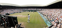 5-7-06,England, London, Wimbledon, quarter finals, Roger Federer on centre court