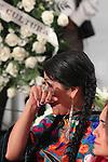 Mexico,DF.- El Féretro de la cantante Costarricense naturalizada mexicana Chavela Vargas, fue trasladado a la capilla de la Plaza Garibaldi, quien murió a los 93 años de edad debido a un paro respiratorio,  cientos de personas esperaban su llegada para  rendirle homenaje; la cantante Oaxaqueña Lila Downs se despidió de la reconocido catautora cantando temas que interpretó Vargas..Foto: Renato. V/ zenitimages /NortePhoto.com....**CREDITO*OBLIGATORIO** *No*Venta*A*Terceros*..*No*Sale*So*third* ***No*Se*Permite*Hacer Archivo***No*Sale*So*third*