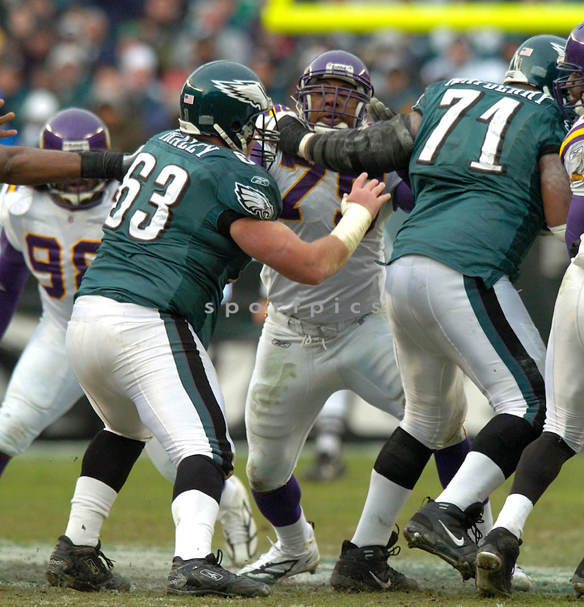 Kenny Mixon, of the Minnesota Vikings against the Philadelphia Eagles on 1/16/05..Eagles win 27-14..David Durochik / SportPics