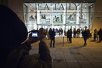 Un ragazzo immortala nella sua macchina fotografica la facciata esterna del nuovo edificio di eataly a Milano. 21 Marzo 2014. Photo: Adamo Di Loreto/BuenaVista*photo