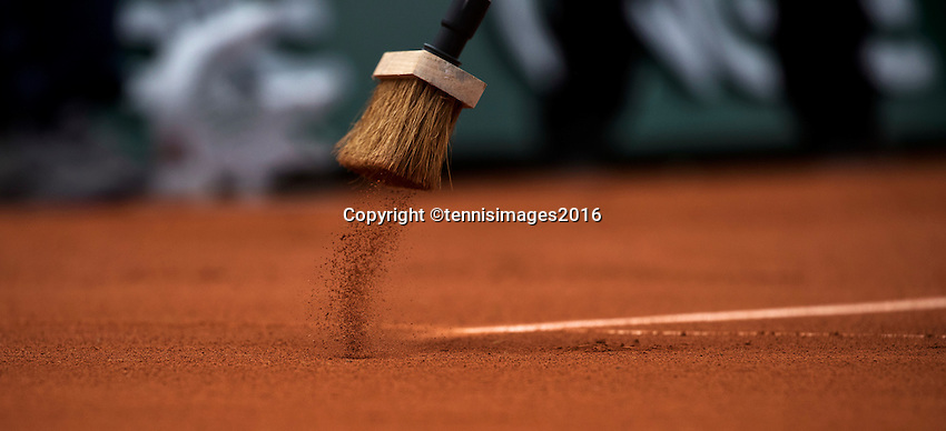 Paris, France, 22 June, 2016, Tennis, Roland Garros, court attendance sweeping the lines with a broom<br /> Photo: Henk Koster/tennisimages.com