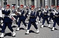 Sweden, Stockholm: Changing of the Guard at Royal Palace | Schweden, Stockholm: Wachabloesung vorm Royal Palace
