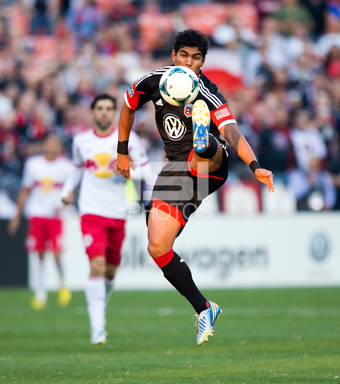 Rafael Teixeira (9) of D.C. United controls the ball during the game at RFK Stadium in Washington, DC.  New York Red Bulls defeated D.C. United, 2-0.