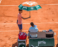 Paris, France, 27 May, 2018, Tennis, French Open, Roland Garros, Grigor Dimitrov (BUL) is protected from the sun<br /> Photo: Henk Koster/tennisimages.com
