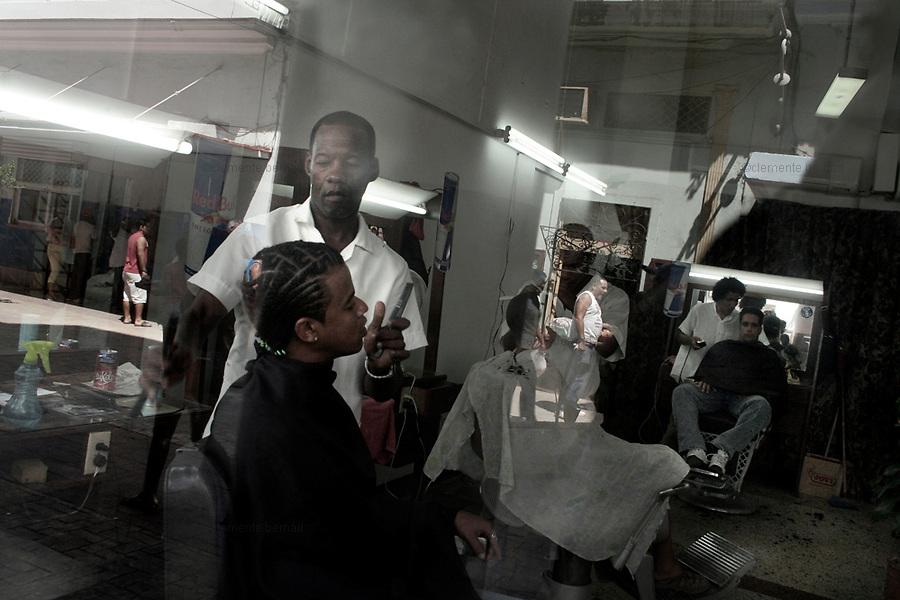 Havana (Cuba). September 2006..Centro Habana. Hair dresser.
