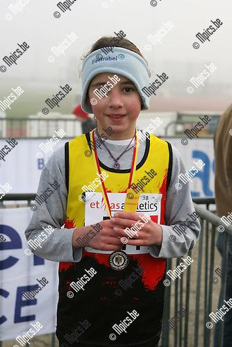 PK veldlopen Duffel: Eva de Rooy (Ekeren) werd  3e bij de Benjamins meisjes ?98<br />Contact:0475 339844