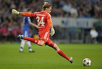 FUSSBALL   CHAMPIONS LEAGUE   SAISON 2013/2014   GRUPPENPHASE FC Schalke 04 - FC Chelsea        22.10.2013 Torwart Timo Hildebrand (FC Schalke 04) beim Abschlag