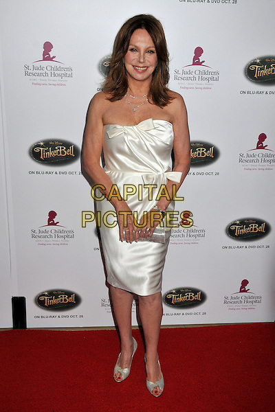 "MARLO THOMAS.5th Annual ""Runway For Life"" Benefiting St. Jude Children's Research Hospital at the Beverly Hilton Hotel, Beverly Hills, California, USA, 11 October 2008. .full length white strapless dress bows silk satin clutch bag open toe shoes .CAP/ADM/BP.©Byron Purvis/Admedia/Capital PIctures"