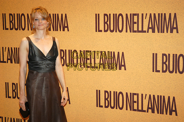 "JODIE FOSTER .Premiere  ""Il buio nell'anima"" - ""The Brave One"",.Rome, Italy, 18th September 2007..half length black dress.CAP/CAV.©Luca Cavallari/Capital Pictures."