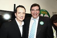 SÃO PAULO, SP, 21  DE AGOSTO DE 2012. ELEIÇÕES 2012 - CELSO RUSSOMANNO.  O candidato do PRB a prefeitura de São Paulo, Celso Russomanno (E) e o seu vice Luiz Flavio D'Uso,  inaugura o comitê central da sua campanha na avenida 9 de julho na zona Sul da capital paulista com o candidato a vice prefeito Luís Flávio D'Urso. FOTO: ADRIANA SPACA - BRAZIL PHOTO PRESS