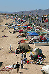 Many tourists set up tents along the beach during the Easter holiday<br /> (1)