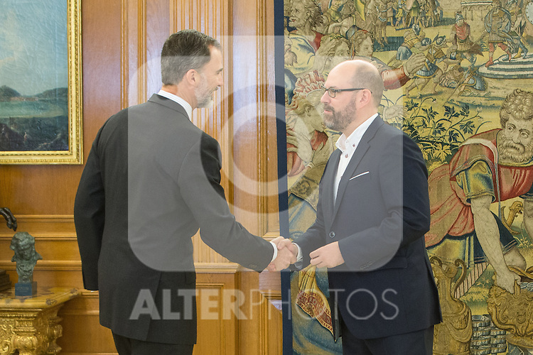 Spanish King Felipe and Mayor of Santiago de Compostela, Martino Noriega Sanchez attends at Zarzuela's Palace in Spain. March 76, 2017. (ALTERPHOTOS / Rodrigo Jimenez)
