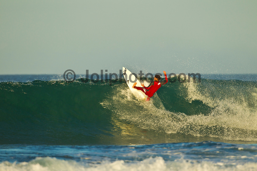 Jeffreys Bay, Eastern Cape, South Africa. Thursday July 21 2011. Alejo Muniz (BRA). Freesurfing at Boneyards in 2'-4' clean south easterly swell.  Photo: joliphotos.com