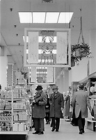Le magasin EATON's au centre ville de Montreal, March 1976<br /> <br /> PHOTO :   Agence Quebec Presse