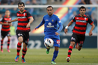 Getafe's Diego Castro against Celta de Vigo's Alejandro Lopez and Augusto Fernandez during La Liga match. February 16, 2013. (ALTERPHOTOS/Alvaro Hernandez) /Nortephoto