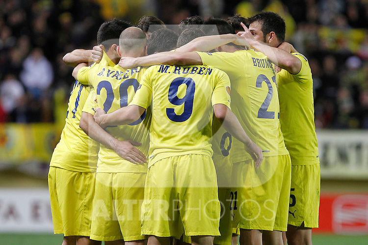 Villareal's players celebrate goal during UEFA Europa League match.March 17,2011. (ALTERPHOTOS/Acero)
