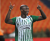 MEDELLIN -COLOMBIA- 06-08-2013. John Valoy de Atletico Nacional de Colombia   celebra su gol  contra el Inti Gas del Peru   ,  partido correspondiente a la Copa Total Sudamericana jugado en el estadio Atanasio Girardot de Medell'n   /  John Valoy Atletico Nacional of Colombia celebrates his goal against  Inti  Gas of  Peru , game for the Copa Sudamericana Total played in the Atanasio Girardot stadium in Medellin<br />  . Photo: VizzorImage  / Luis Rios  / Stringer