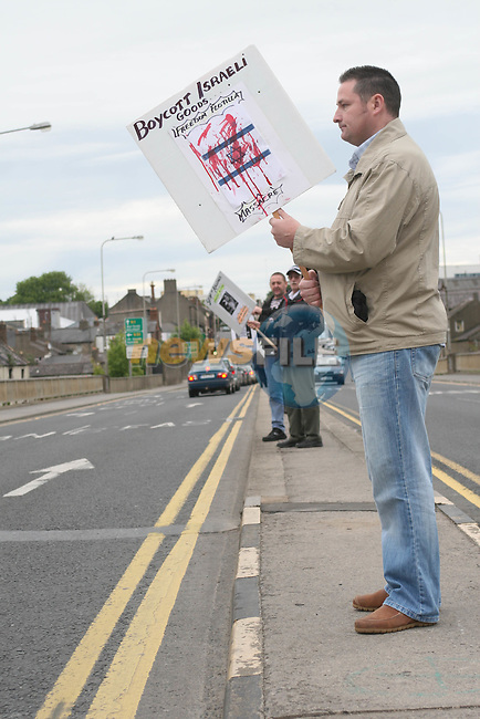 Protesters in support of Aid Mission to Gaza after the Flotilla of aid ships were attacked this morning resulting in the death of a number of aid workers..Photo NEWSFILE/Jenny Matthews.(Photo credit should read Jenny Matthews/NEWSFILE)....This Picture has been sent you under the condtions enclosed by:.Newsfile Ltd..The Studio,.Millmount Abbey,.Drogheda,.Co Meath..Ireland..Tel: +353(0)41-9871240.Fax: +353(0)41-9871260.GSM: +353(0)86-2500958.email: pictures@newsfile.ie.www.newsfile.ie.FTP: 193.120.102.198.