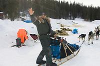Louis Nelson Waves Goodbye as Leaving Anvik Chkpt 2005 Iditarod