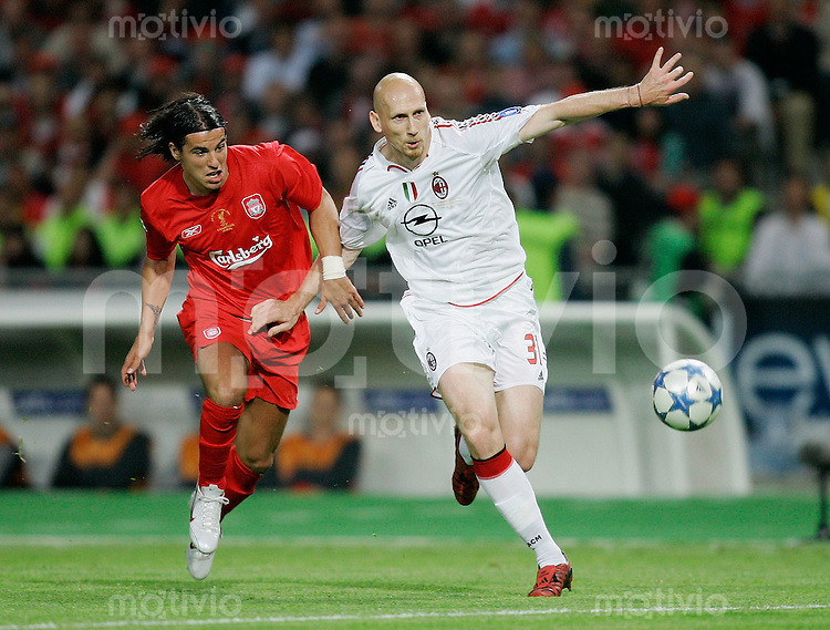 Fussball International UEFA Champions League  Finale 2004/2005 AC Mailand 5-6 n.E. Liverpool FC Jaap Stam (AC,re) gegen Milan Baros (L)
