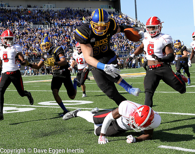 BROOKINGS, SD - OCTOBER 22:  Dallas Goedert #86 from South Dakota State University leaps over defender Kenny Bishop #7 from Youngstown State in the first half of their game Saturday afternoon at Dana J. Dykhouse Stadium in Brookings. (Photo by Dave Eggen/Inertia)